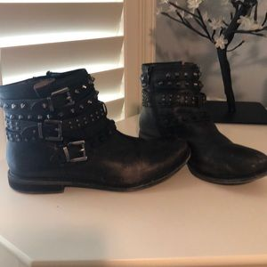 Gianni Bini distressed black biker boots